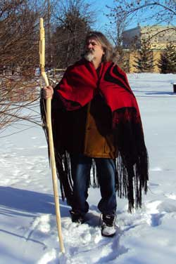 Carver, Peter Paylor wearing a handloomed Wolf dance shawl, front view